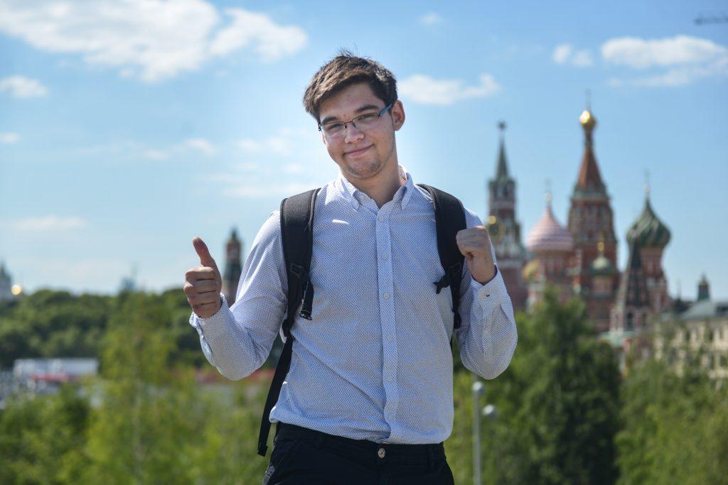 17 июня 2018 года. Выпускник этого года Тимур Хаитбаев сдал ЕГЭ по географии на 100 баллов. Фото: Наталья Феоктистова