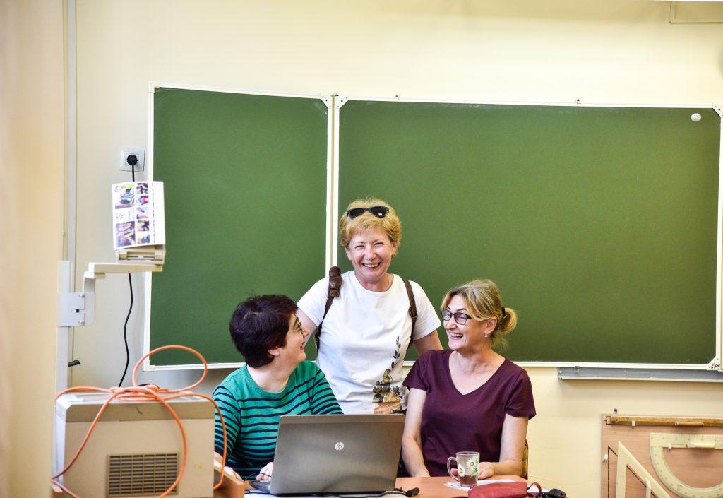 28 августа 2018 года. Подготовка к учебному году в школе №1535 (слева направо): учителя Наринэ Шахназарян, Светлана Кретова и Светлана Евтюхина. Фото: Ирина Хлебникова