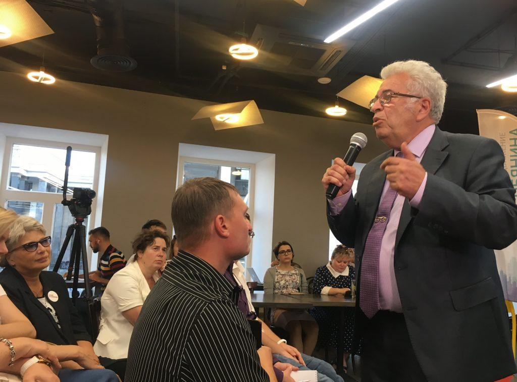 Российский академик Евгений Ямбург провел лекцию для жителей столицы. Фото: Елена Кульбак