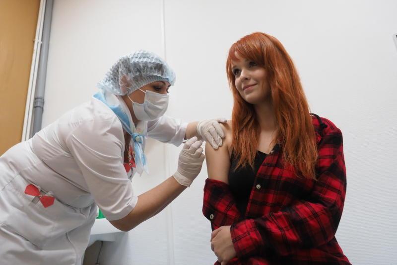 Более 100 тысяч москвичей сделали прививки от гриппа