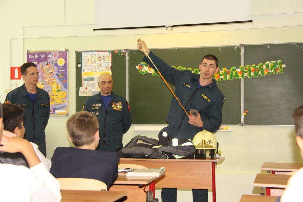 Московские спасатели провели открытые уроки по ОБЖ