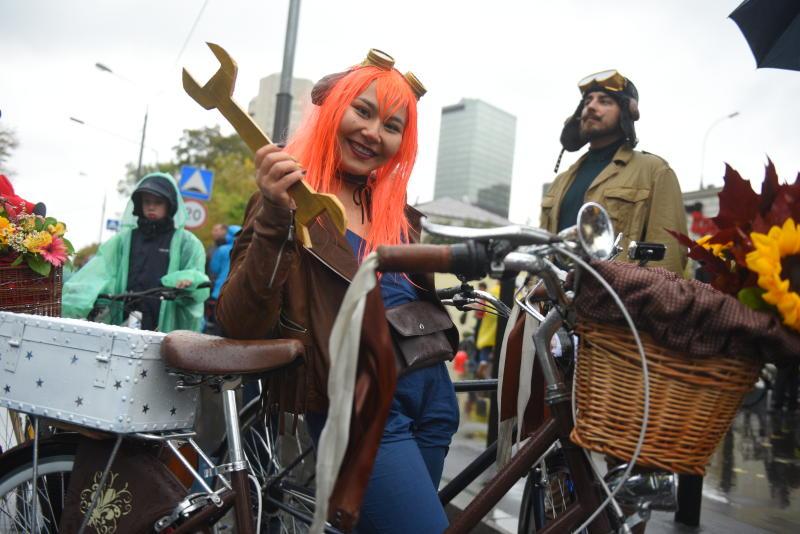 Около 20 тысяч участников осеннего велопарада проехали по центральным улицам города