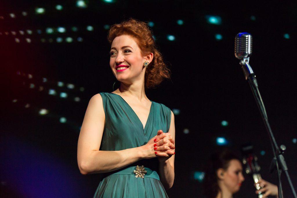 Актриса, солистка ВИА «Татьяна» Мириам Сехон во время концерта в честь Международного женского дня. Фото: Светлана Боброва, ТАСС