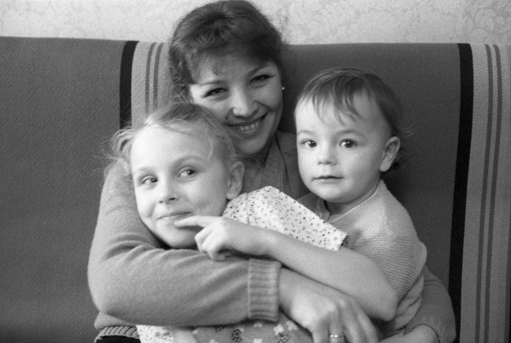 Актриса Ольга Остроумова с дочерью Ольгой и сыном Михаилом. Фото: Александр Лыскин, РИА Новости