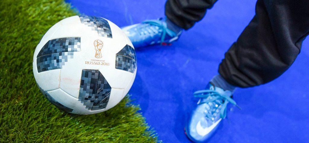 Команда Экономического университета сыграет в футбол в Грозном. Фото: сайт мэра Москвы