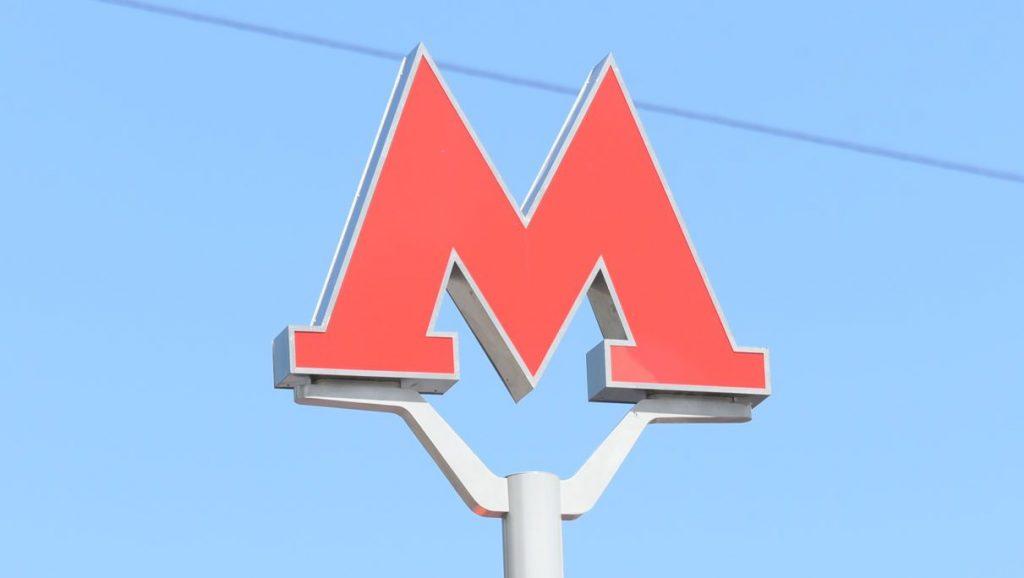 Сотрудники метро Москвы восстановят оборвавшееся табло на «Сходненской»