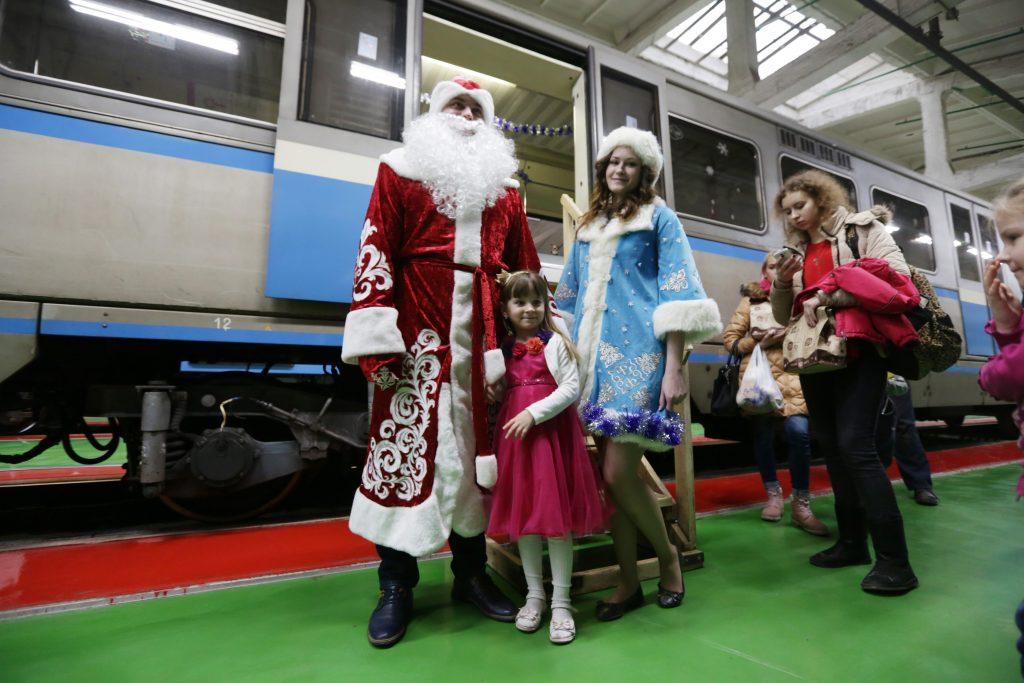 Дед Мороз уже 1,5 тысячи раз воспользовался общественным транспортом Москвы