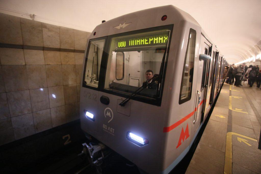 На двух линиях метро Москвы устранили сбой