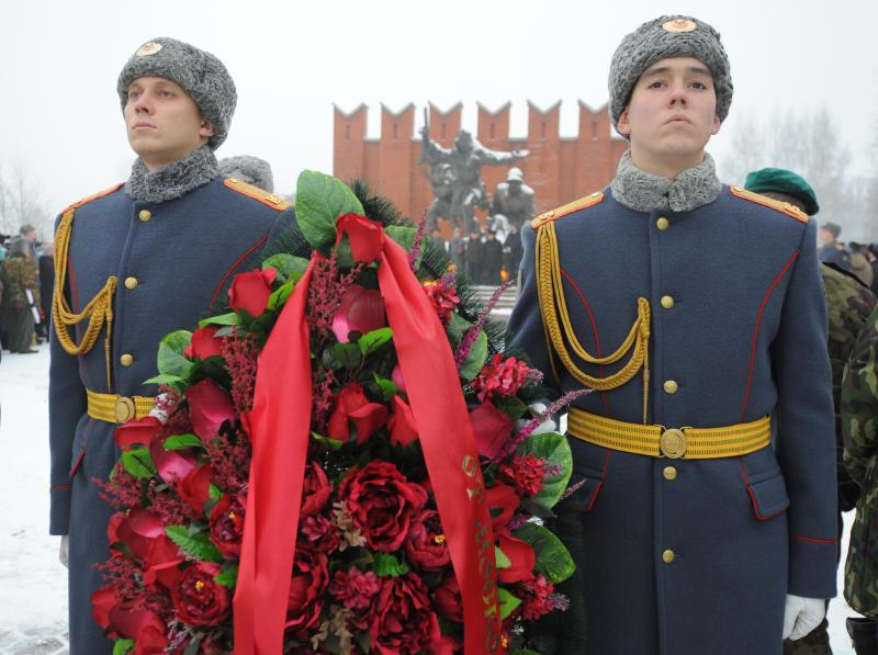 Память погибших солдат почтили в Екатерининском парке. Фото: Александр Кожохин, «Вечерняя Москва»
