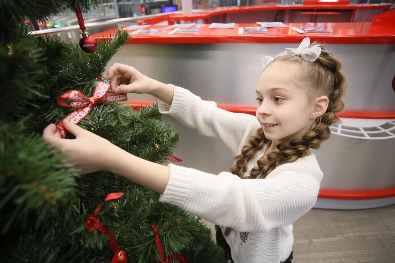 Новогодние елки появились на 14 станциях МЦК