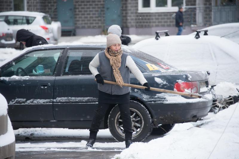 Дежурный отвечает: снег между машинами больше не помешает парковаться