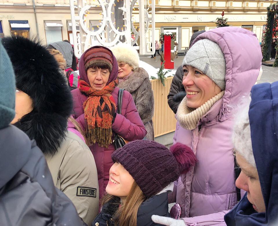 Новогодние истории и чудеса Рождества: как прошла праздничная экскурсия по центру Москвы