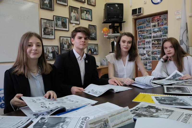Председатель Молодежной палаты Басманного района обсудил план спортивных мероприятий на конференции. Фото: Максим Аносов, «Вечерняя Москва»