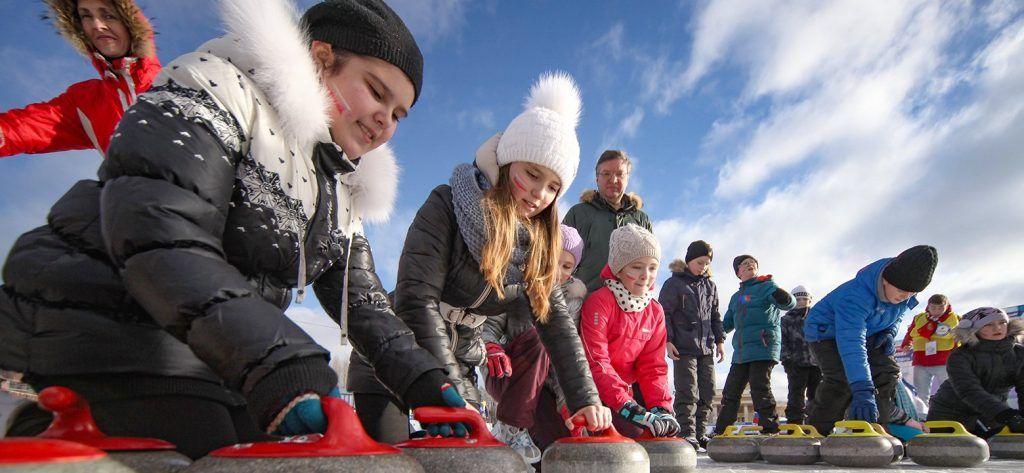 Керлинг и дискотека на льду: День защитника Отечества отметят в 19 столичных парках