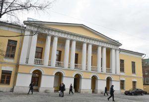 Многие здания оригинальны не только архитектурой, но и своей историей. Фото: Владимир Новиков