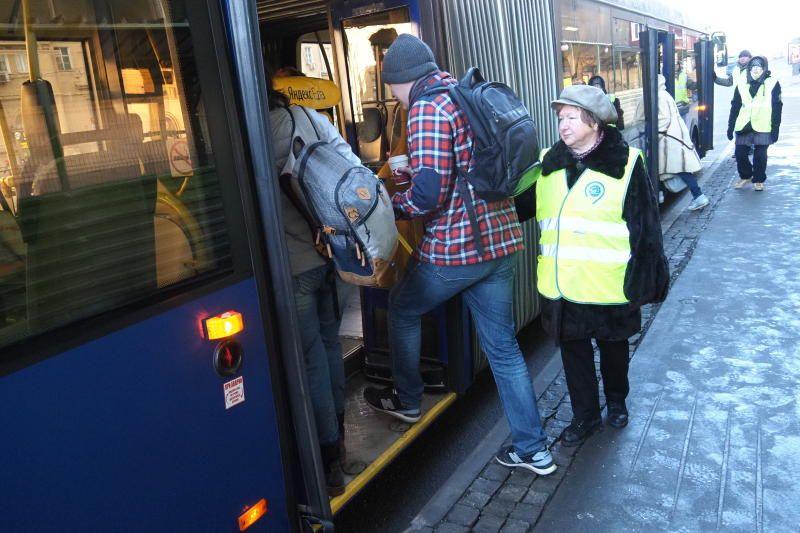 Свыше 300 водителей автобусов работают в районе закрытого участка Сокольнической линии метро