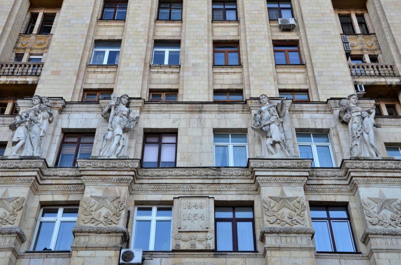 Фасады почти 300 домов в Мещанском районе очистят от грязи