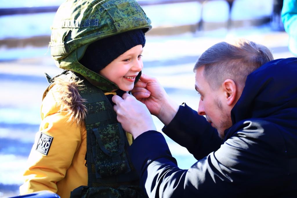 В День защитника Отечества горожан познакомили с армейским бытом в Таганском парке. Фото: пресс-служба Таганского парка