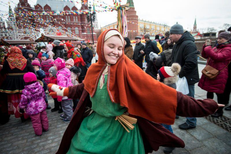 С людьми веселись да блином угостись: как отпраздновали Масленицу жители Москвы