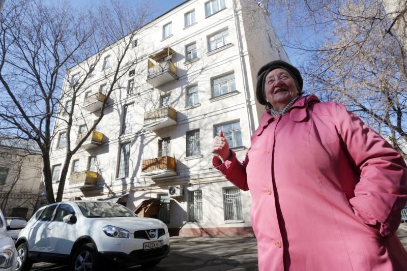 Адресные таблички обновили на 508 домах Пресненского района. Фото: Анна Иванцова «Вечерняя Москва»