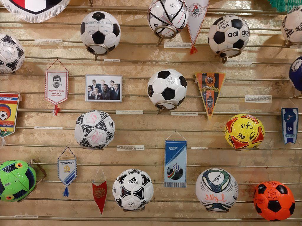 Мячи, которые все хотели потрогать. Фото: Екатерина Мельниченко