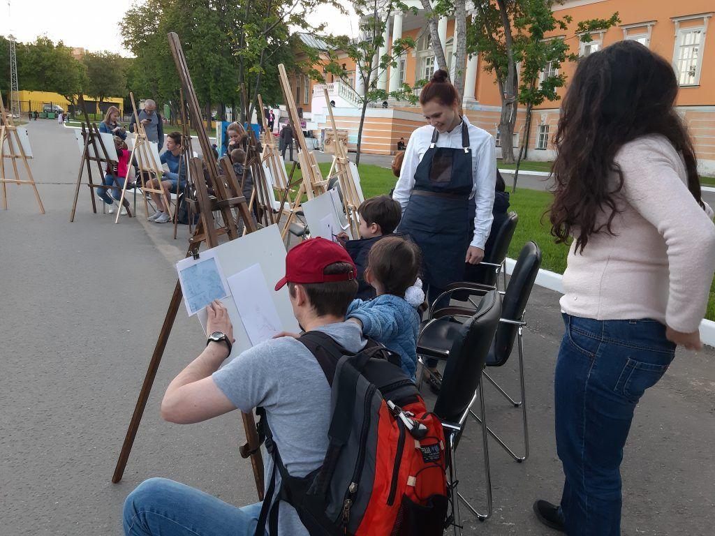 Дети рисуют комиксы. Фото: Екатерина Мельниченко