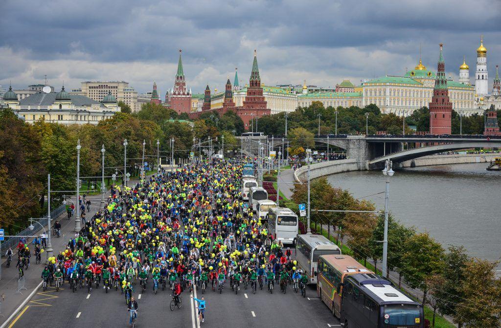 Водителей Москвы призвали к осторожности из-за велофестиваля