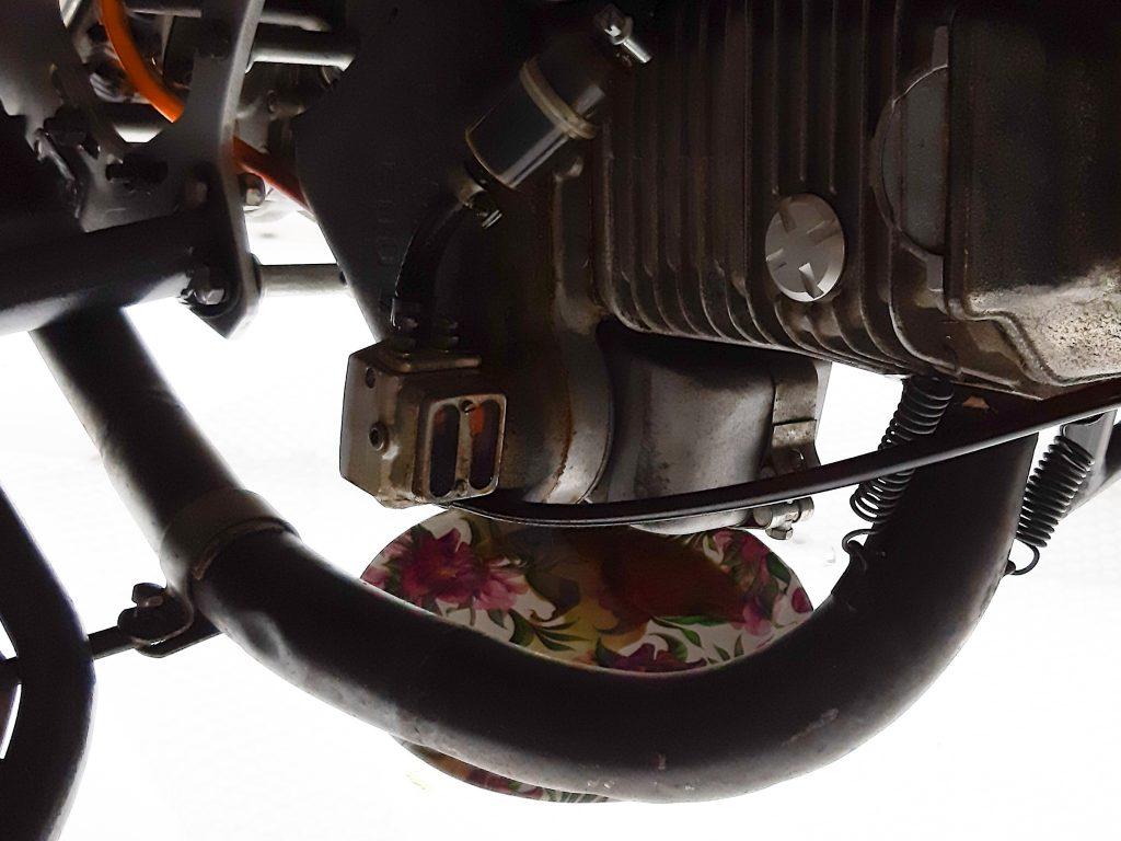 Тарелочка под мотоциклом. Фото: Екатерина Мельниченко