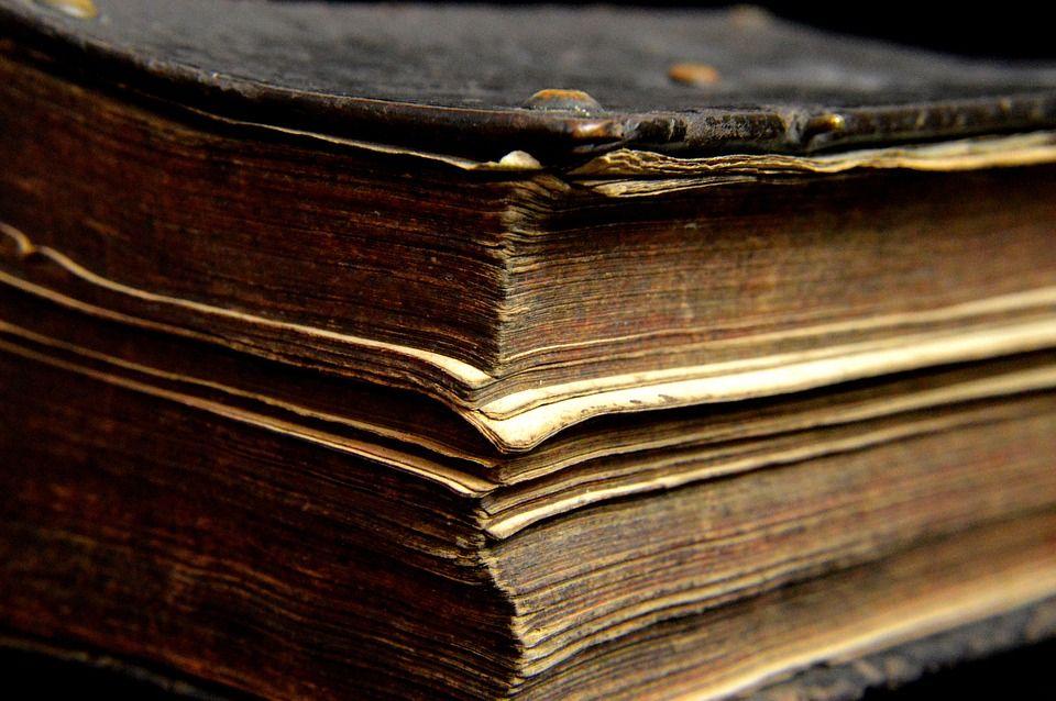 Старинная книга. Фото: