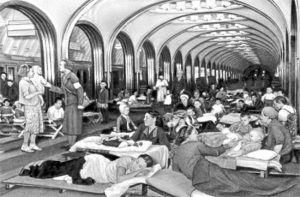 Во время войны в метро организовывали медпункты, библиотеки и устраивали концерты. Фото предоставили в пресс-службе метрополитена