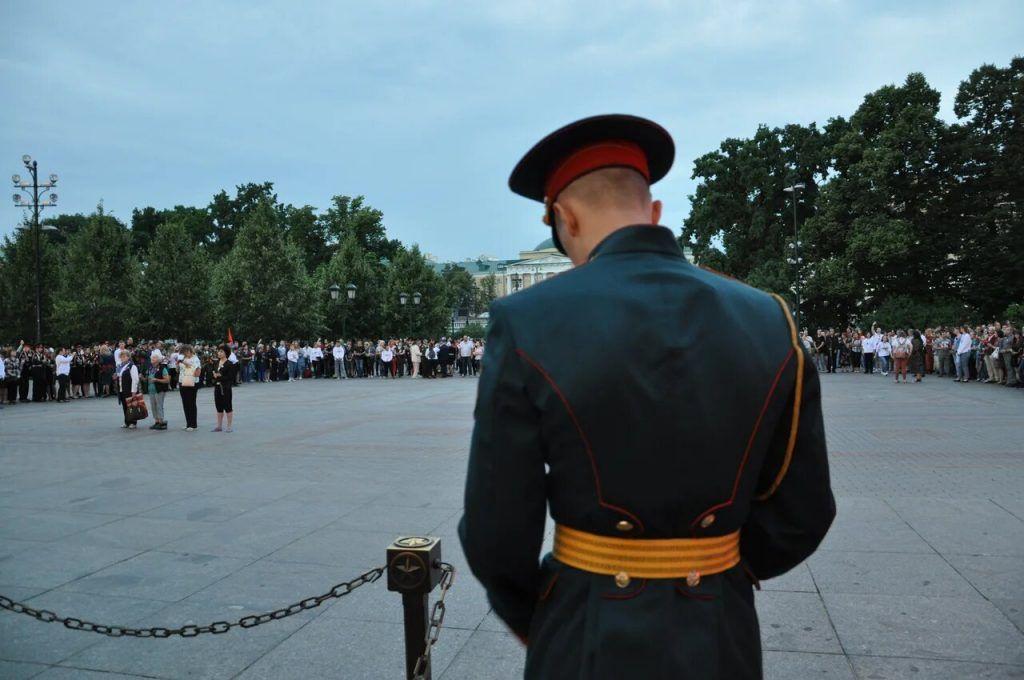 Акция «Вахта памяти. Вечный огонь» состоялась в Александровском саду