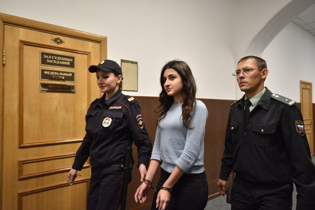 Московские следователи предъявили обвинение сестрам Хачатурян, зарезавшим отца