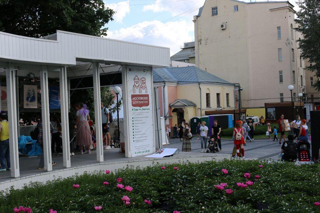 Фестиваль английского языка организовали в Саду имени Баумана