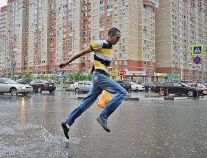 Гидрометцентр: 18 июня в Москве будет тепло и дождливо. Фото: Александр Кожохин, «Вечерняя Москва»