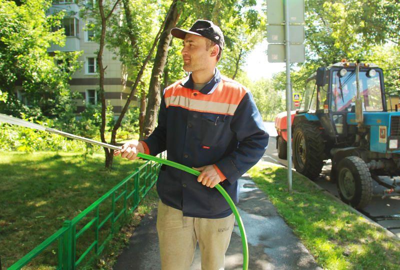 Газоны приведут в порядок по 25 адресам Тверского района
