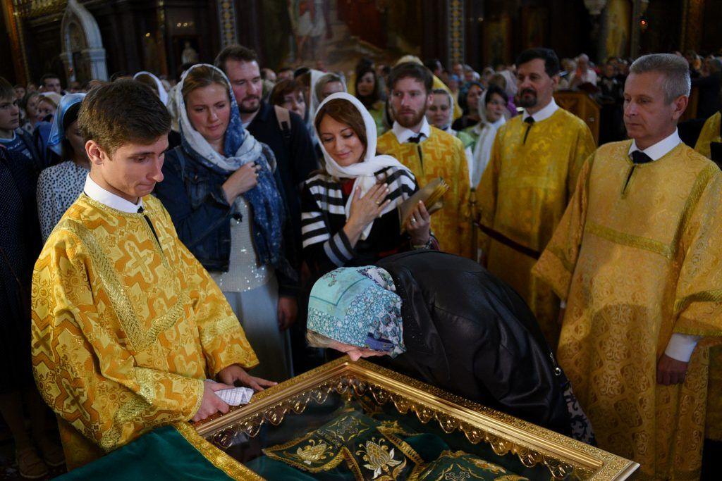 Время доступа к мощам святых в храме Христа Спасителя увеличат на один час
