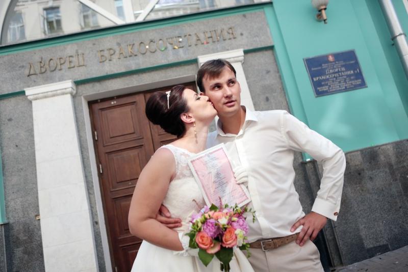 В канун Дня семьи, любви и верности в Москве вступили в брак 1,3 тыс пар