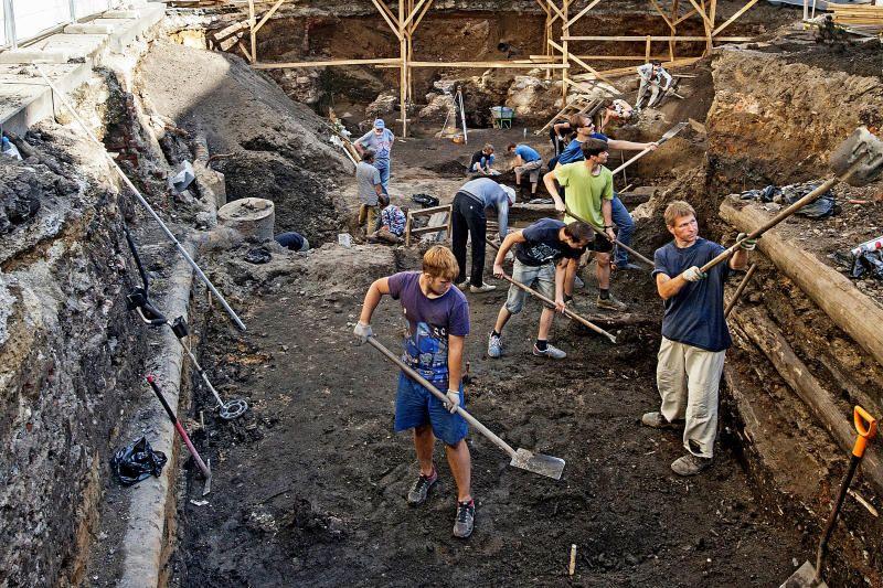 Археологические раскопки на Остоженке продолжат