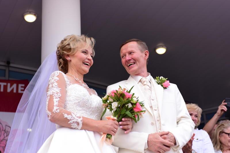 ЗАГСы Москвы зарегистрировали 1,3 тыс браков 5 и 6 июля. Фото: Пелагия Замятина, «Вечерняя Москва»