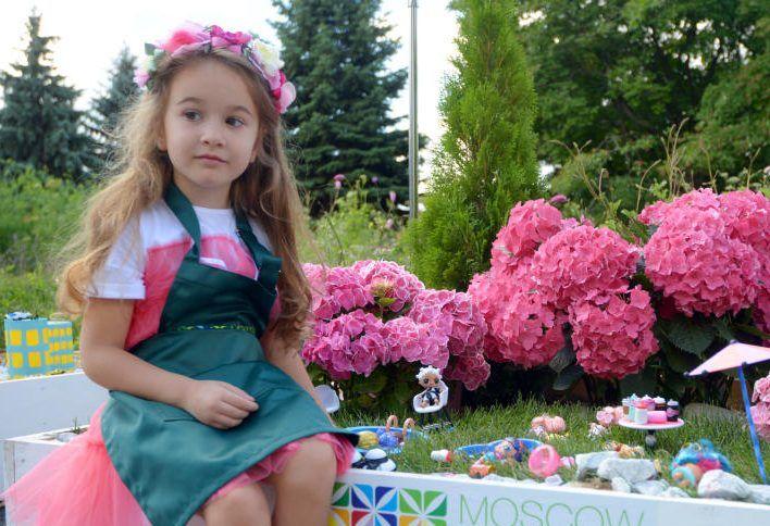 Садовые вазоны установили во дворе Пресненского района