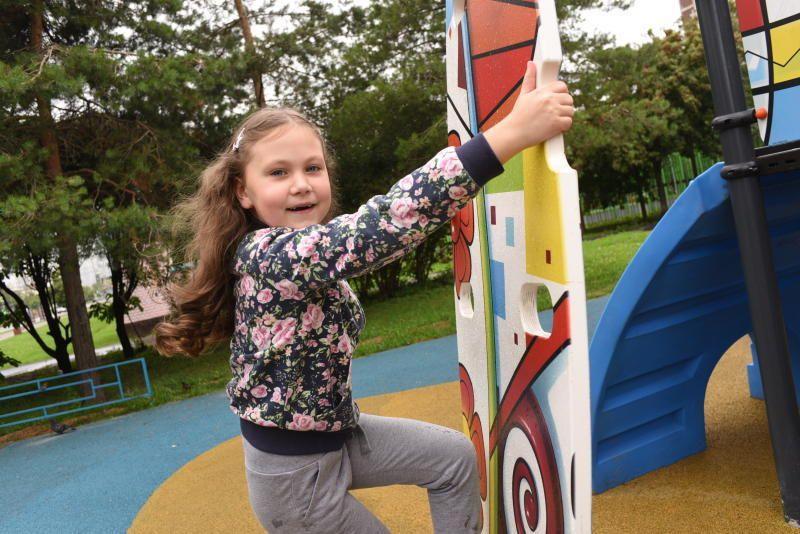 Детские площадки модернизируют в Басманном районе. Фото: Пелагия Замятина, «Вечерняя Москва»