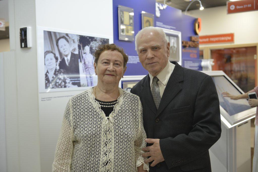 Выставки «Город великих людей» открылись в центрах госуслуг