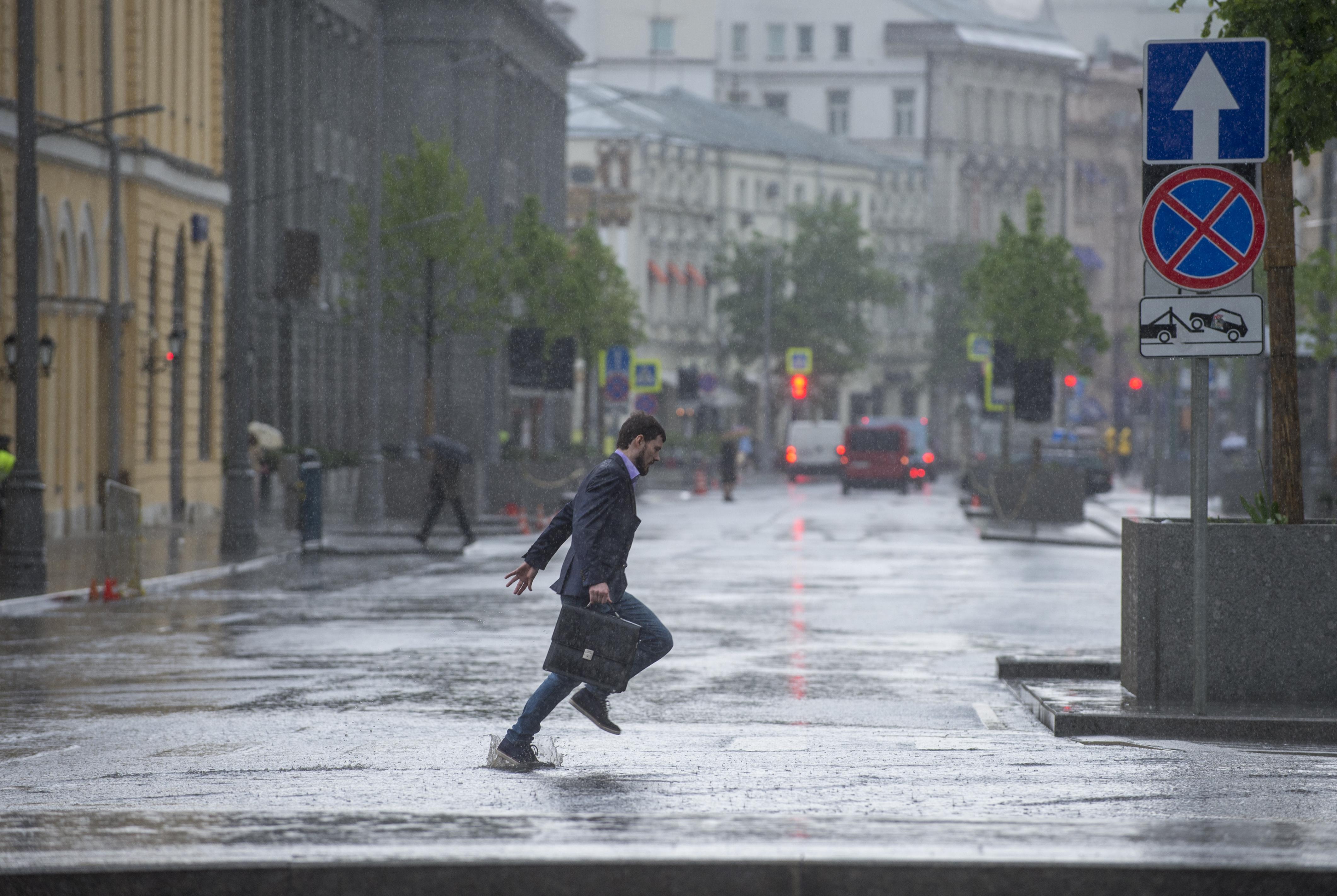 Дождь сегодня в москве картинки