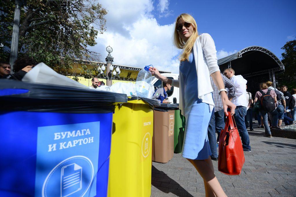 Москвичам разрешили менять мусор на билеты в театр