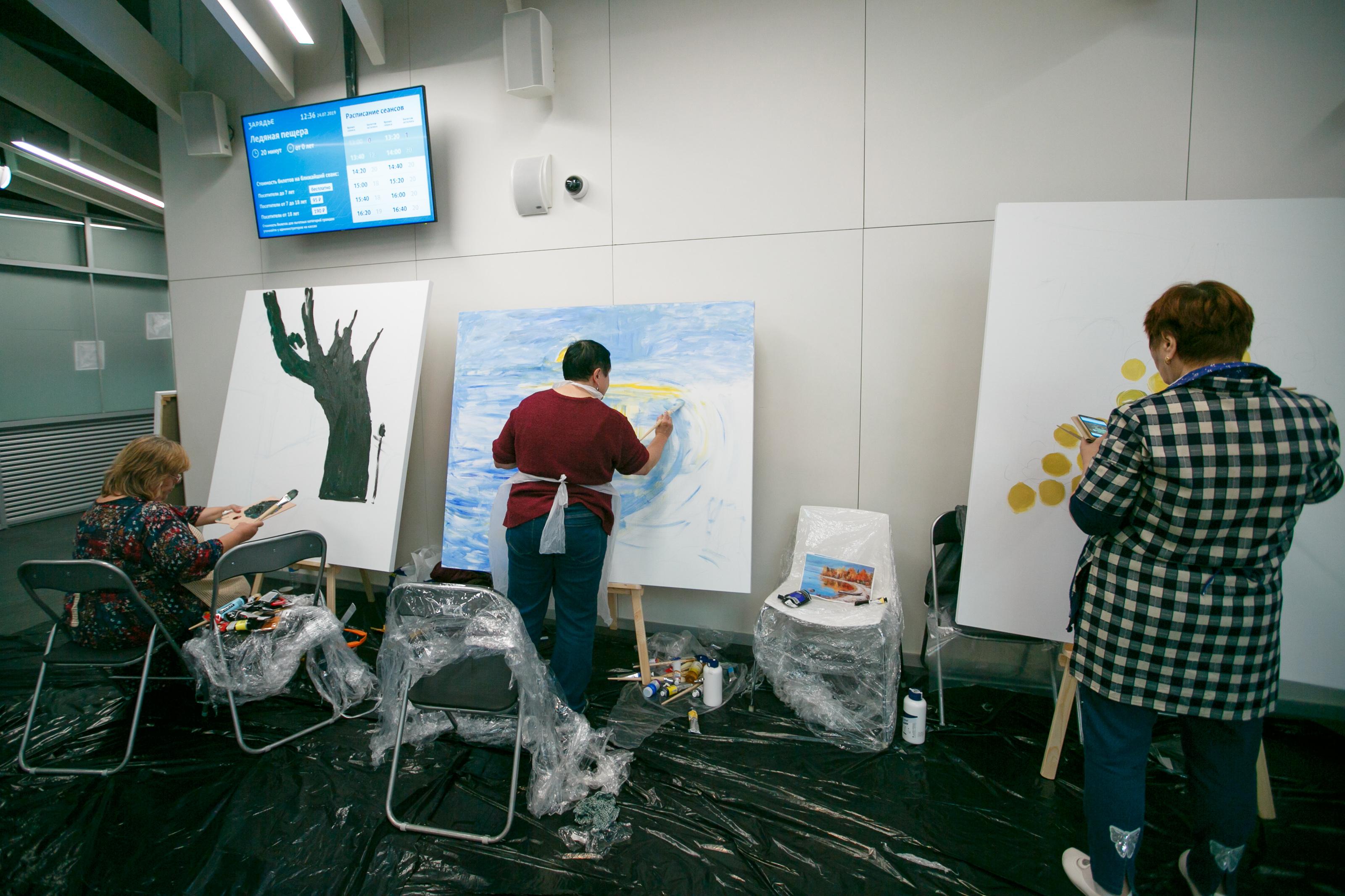 Творческие работы участников «Московского долголетия» покажут в «Зарядье». Фото: пресс-служба префектуры ЦАО