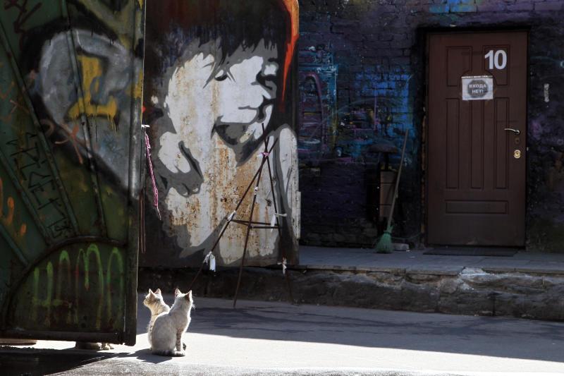 Рисунки на стенах домов закрасили специалисты «Жилищника» в Мещанском районе