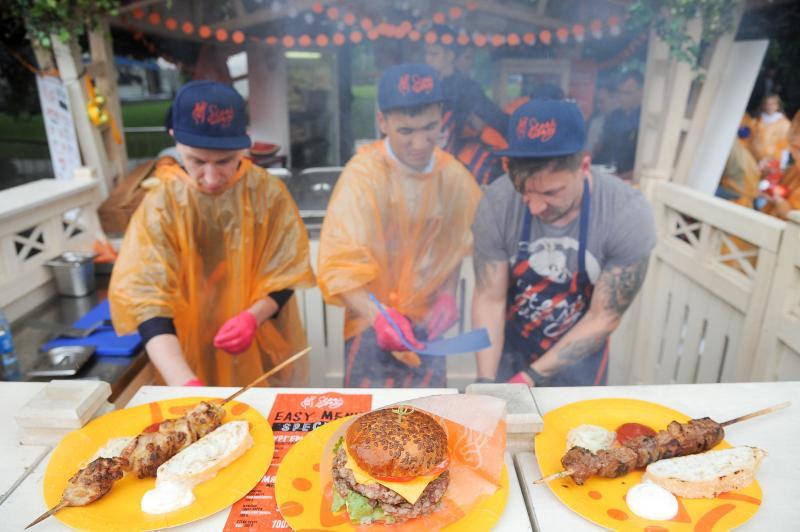 Гастрономический фестиваль Meat & beat состоялся в Парке Горького