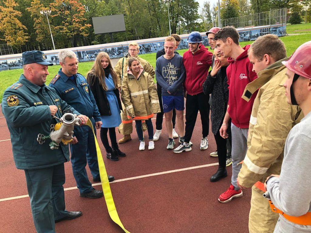 Пожарные ЦАО провели тренировку для добровольной пожарной команды