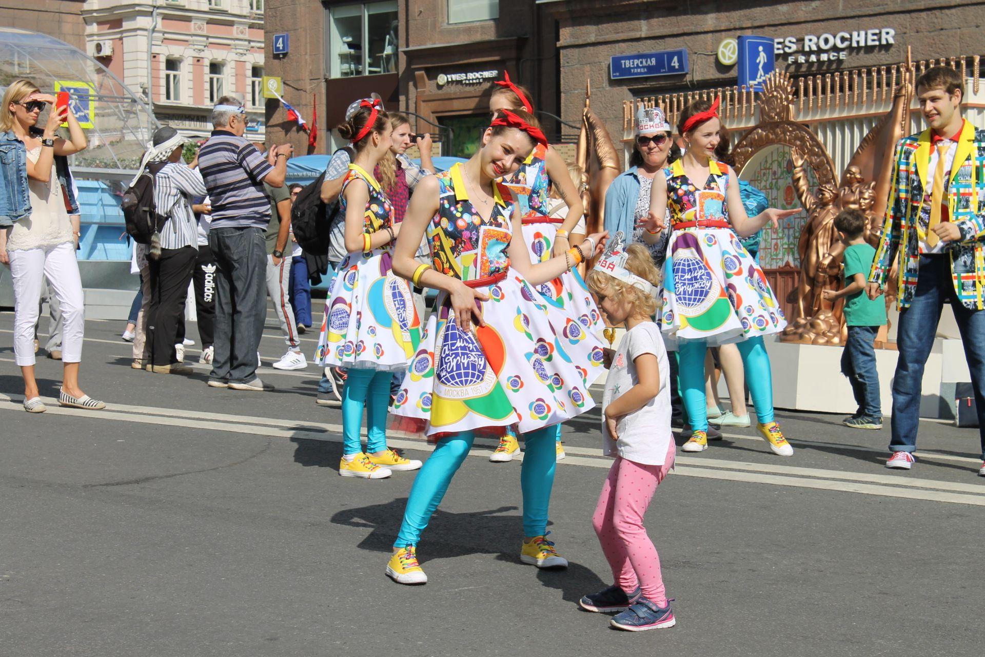 Уличные танцы на Тверской улице. Фото: Дарья Бруданова