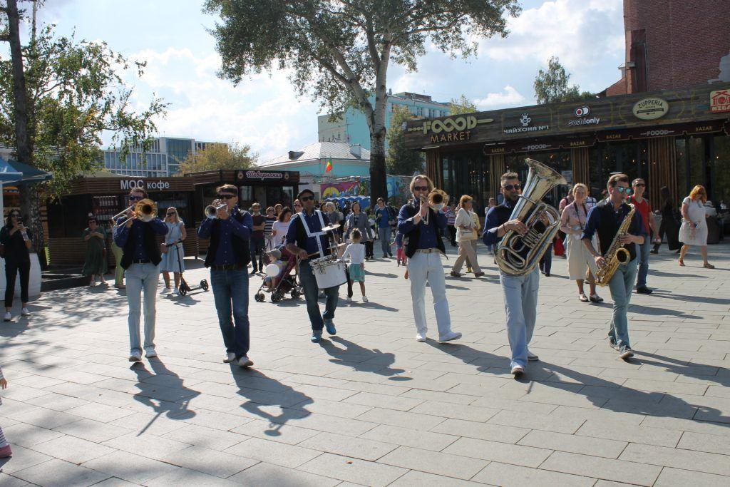 Выступления оркестра в саду «Эрмитаж». Фото: Дарья Бруданова